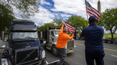 'Make Trucking Great Again': Truckers show support for President Trump