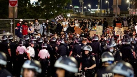 Protesters call on NYC Mayor de Blasio to resign