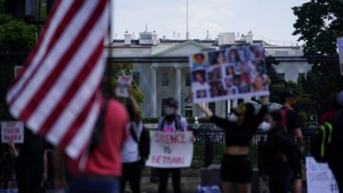 Democrats call for special prosecutor probe into President Trump's handling of rioters outside White House
