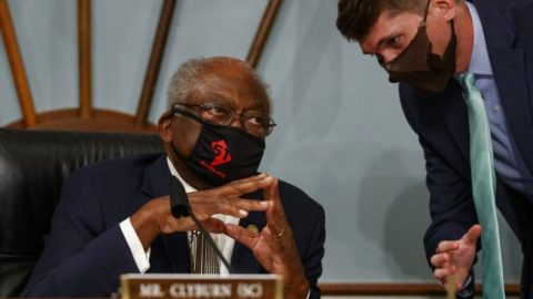 Rep. Clyburn threatens to stop in-person meetings unless lawmakers wear face coverings