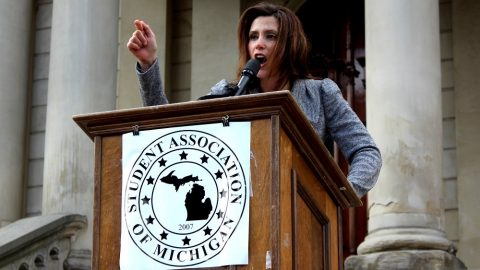 Whitmer Signs Mask Order Threatening Violators With $500 Fine