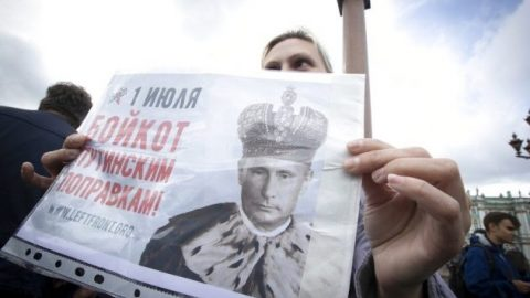 Russians protest voter fraud extending Putin's reign