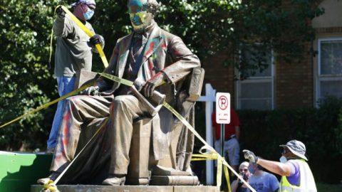 Sen. Duckworth dodges questions about memorials