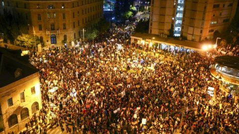 Thousands protest against Israeli Prime Minister Netanyahu over alleged corruption